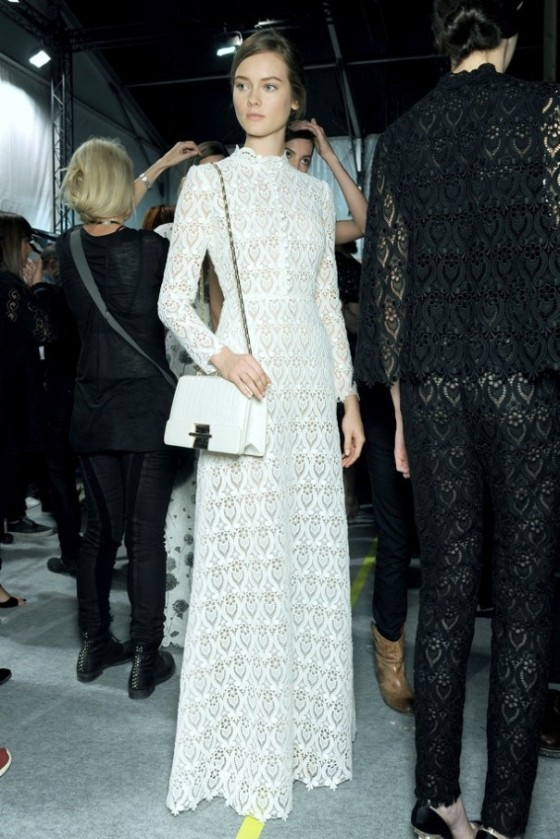 PFW-PARIS-FASHION-WEEK-SS-SPRING-SUMMER-2013-WHITE-LACE-HIGH-COLLAR-LONG-SLEEVE-DRESS-WHITE-SHOULDER-BAG